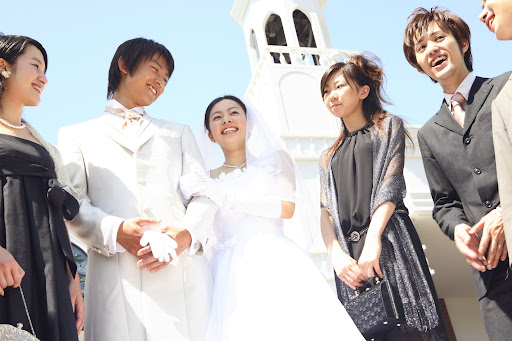 結婚式参列前に知っておきたいマナー講座!招待状の返信や当日のマナーも解説